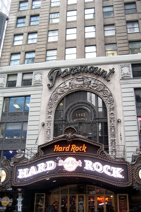 NYC - Times Square: Paramount Building   Famed theatre
