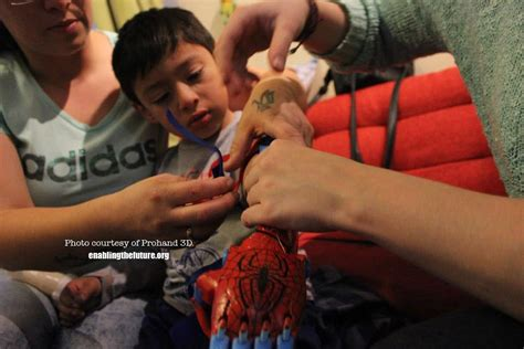 Four-Year-Old Chilean Boy Receives e-NABLE Spider-Man 3D