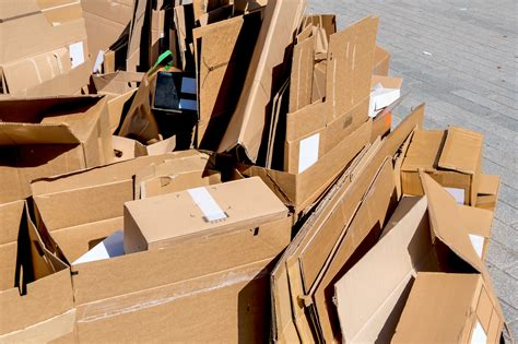 Startup Box Latch Aims to Make Cardboard More Reusable