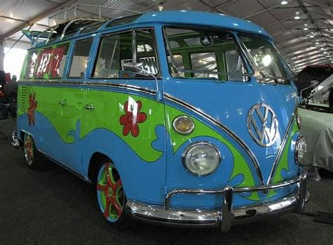 10 Photos of VW Kombis that will make you miss the 70s