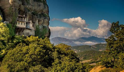 Meteora cliffs monastery in Greece: Most Beautiful Houses